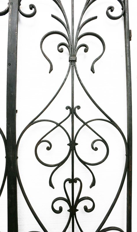 Pair Of French Wrought Iron Arched Gates -uk-heritage-19852-3-main-636929250291874564.JPG