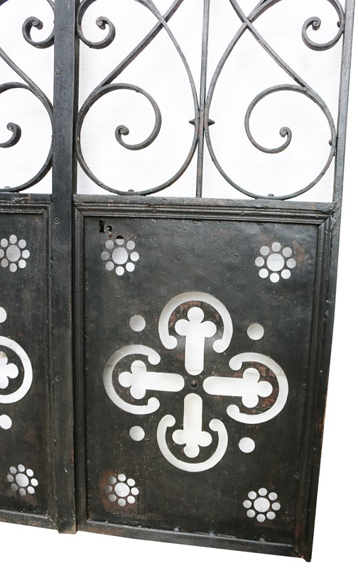 Pair Of French Wrought Iron Arched Gates -uk-heritage-19852-4-main-636929250281249437.JPG