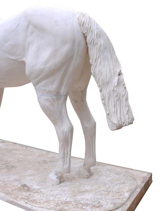 A Plaster Half Life Size Maquette Of Red Rum -uk-heritage-22776-6-main-636861773042898853.JPG