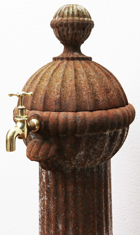 Antique Cast Iron Water Spout-uk-heritage-27764-12-main-637012062381771742.JPG