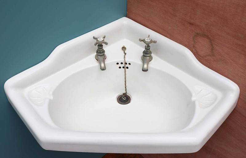 Antique Corner Basin With Cast Iron Wall Bracket-uk-heritage-27870-12-main-637049205311737078.JPG