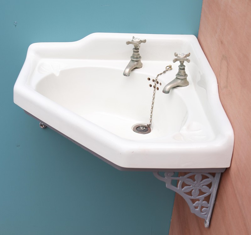 Antique Corner Basin With Cast Iron Wall Bracket-uk-heritage-27870-14-main-637049205251893494.JPG
