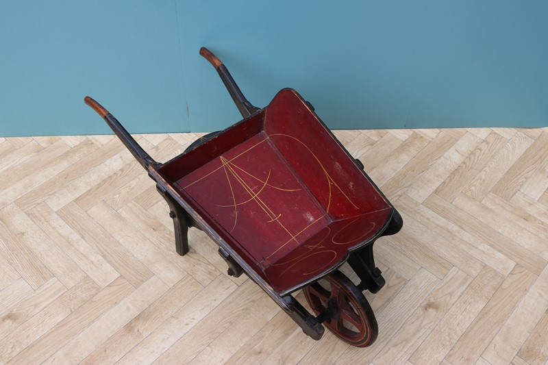 Victorian Children's Wheelbarrow-uk-heritage-28796-16-main-637086262423269278.JPG