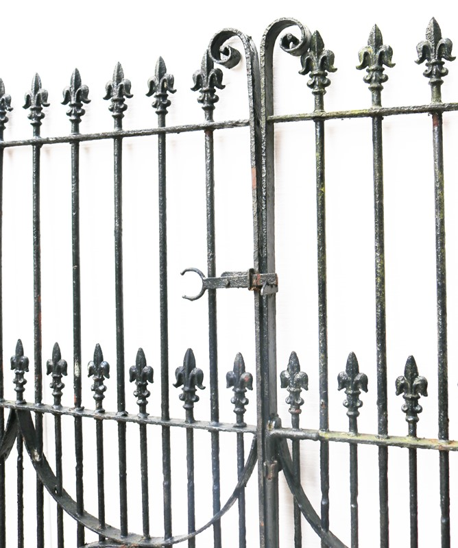 A Set of 10 ft Antique Wrought Iron Driveway Gates-uk-heritage-300109-main-637232374716308096.JPG