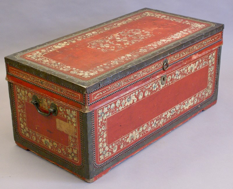 Leather and camphor Chinese-Export Trunk-w-j-gravener-antiques-dsc02644-main-636888751765568900.jpg
