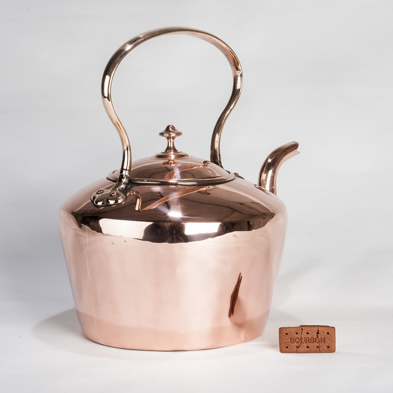 A Larger than usual Copper Kettle-walpoles-3603b-main-636927752905447138.jpg